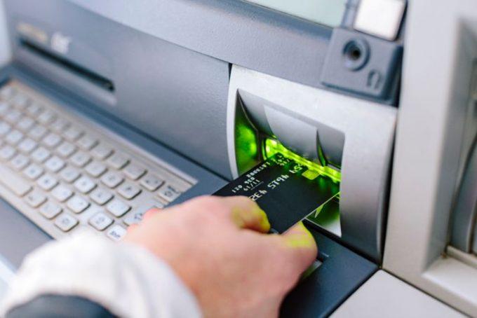 Geld afhalen van de bankrekening